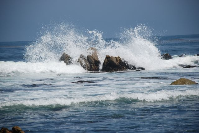 ocean-waves-with-rocks